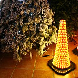 Декорация электр Конус светящийся желтый (564-04)